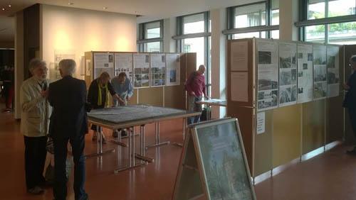 """Ausstellungen des Infoladen zum """"Stadtviertel Auf der Prag"""" und zum """"Stuttgarter Gleisbogen"""" im Rathaus"""
